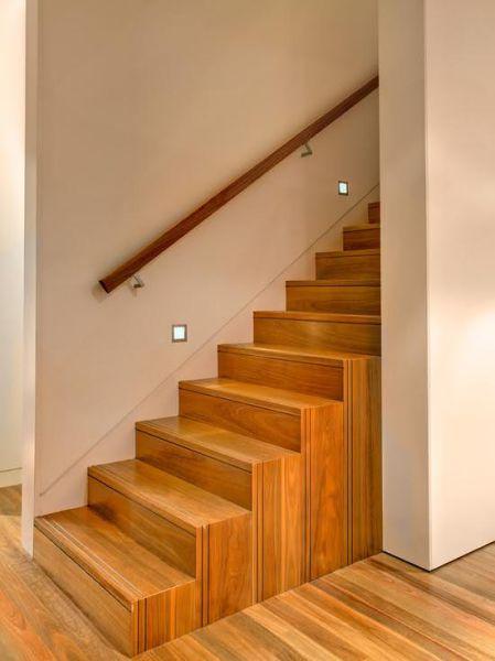 Sự tối giản tuyệt đối, không cần đến con tiện gỗ và lan can.